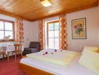 schlafzimmer-ferienwohnung-saalbach3.jpg