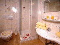 doppelbettzimmer-bad.jpg